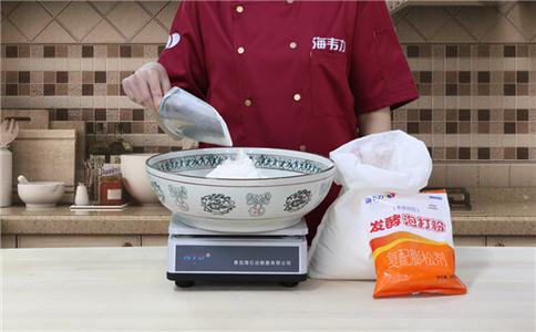 小米面发糕发酵泡打粉的用法简介,称量面粉