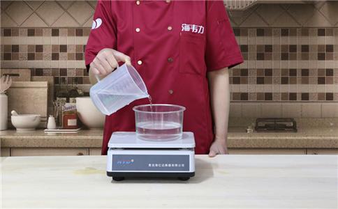 小米面发糕发酵泡打粉的用法简介,称量水
