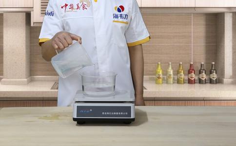 杂粮发糕发酵泡打粉的用法简介,称量水