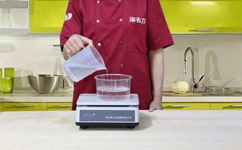 高粱面发糕发酵泡打粉的用法简介,称量水