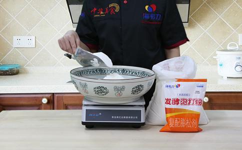 发面烤饼发酵泡打粉的用法简介,称量面粉
