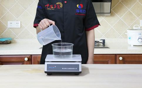发面烤饼发酵泡打粉的用法简介,称量水